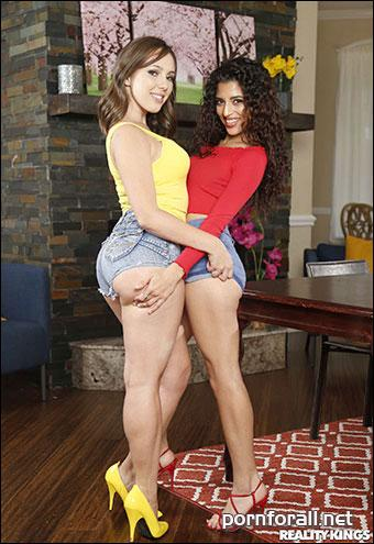 Gabriela Lopez & Jenna Sativa - You Laugh You Lose Your Clothes (2018) WEB-DL 720p